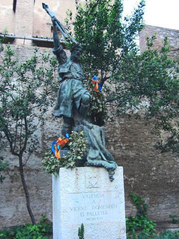 Escultura monumento Palleter Vicent Domenech Guillem de Castro Valencia