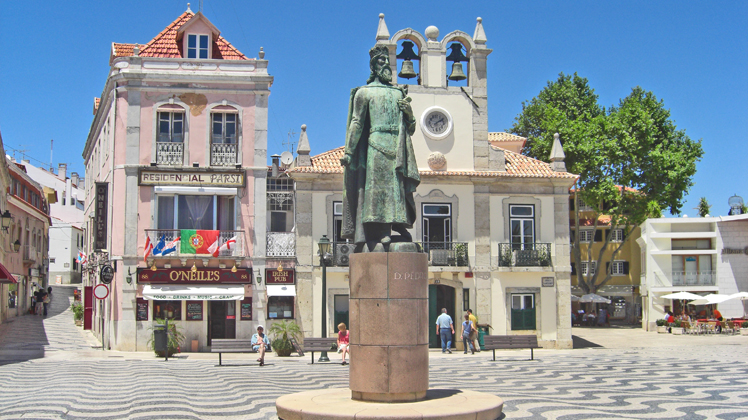 Estatua rey plaza mayor Cascais