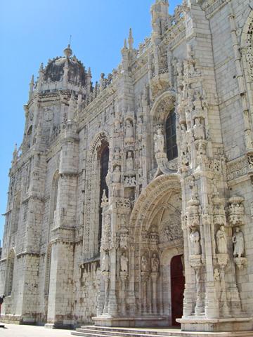 Puerta y fachada principal Monasterio de los Jerónimos Belén Lisboa