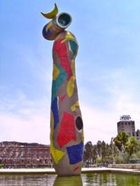 Mujer y el pájaro Parque Joan Miro Barcelona