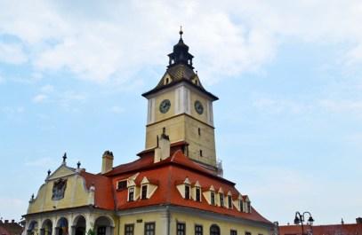 Plaza ayuntamiento Brasov Cárpatos Rumanía
