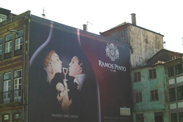 Mural fachada vino Ramos Pinto 1890 Oporto