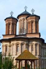 Torres ladrillo fachada Monasterio Snagov tumba Drácula Rumanía