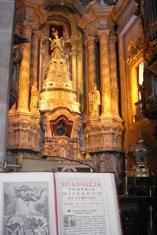 Interior Biblia altar mayor Capilla de los Clérigos Oporto