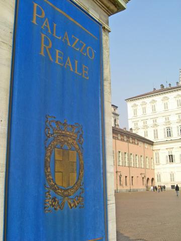 Banda azúl escudo entrada Palacio Real Turín
