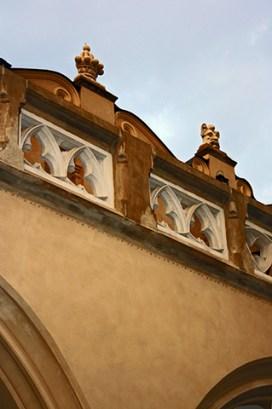 Esculturas caras techos Mercado de los paños Cracovia