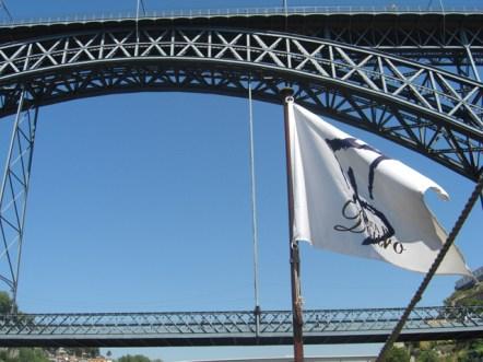 Bandera barco Puente Dom Luis I Oporto