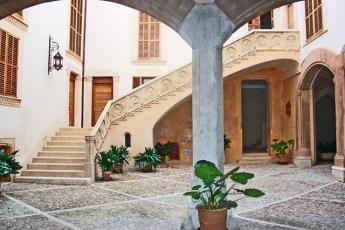Pati interior a la majestuosa Casa Catlar al centre historic