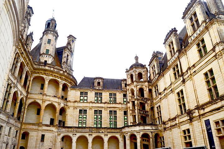 Patio noroeste galerías ventanas torres piedra Castillo Chambord 1538 Francia