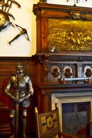 Armadura y mobiliario interior sala Castillo Peles Rumanía