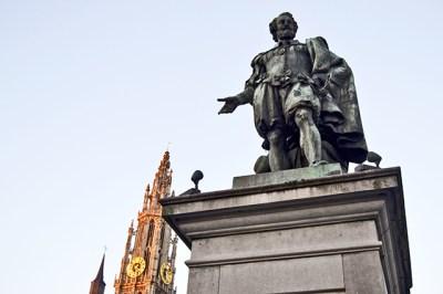Estatua Pedro Pablo Rubens Plaza Mayor Amberes catedral