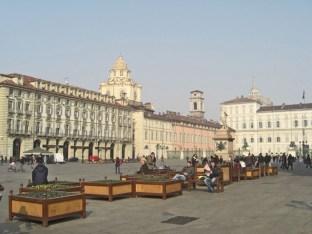 Piazza Castello edificios gente Turín