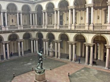 Panorámica patio esculturas Pinacoteca di Brera Milán