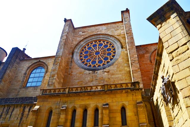Rosetón videriera fachada Iglesia San Vicente San Sebastián Donosti