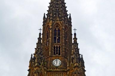 Pináculos detalle torre reloj neogótica Catedral El Buen Pastor San Sebastián Donosti