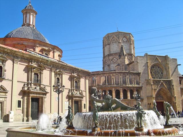 Plaza Virgen Catedral Basílica Desamparados Valencia