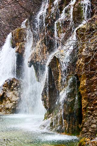 Caída agua manantial Río Cuervo Cuenca