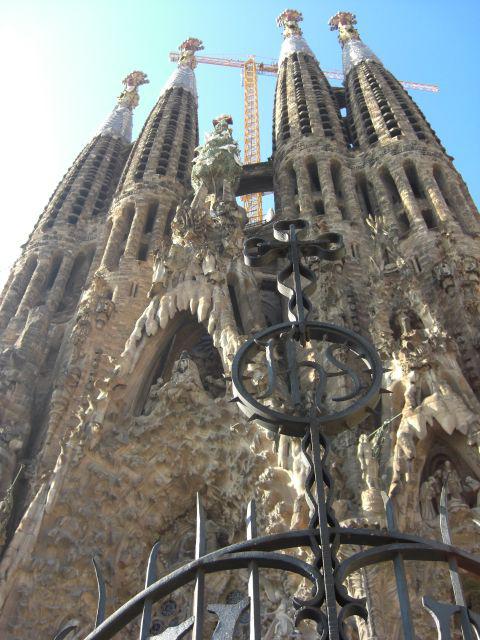 Fachada entrada porta de la Gloria Basílica Sagrada Familia Barcelona