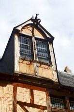 Ventana fachada medieval centro histórico Angers