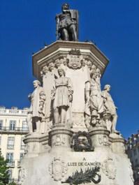 Estatua Praca Luis de Camoes Barrio Alto Lisboa