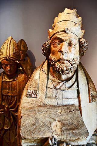 Figuras esculturas madera obispos museos Iglesia St. Lamberti Oldenburg Alemania