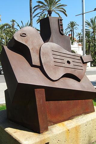 Escultura guitarra públic espai d'art Elche