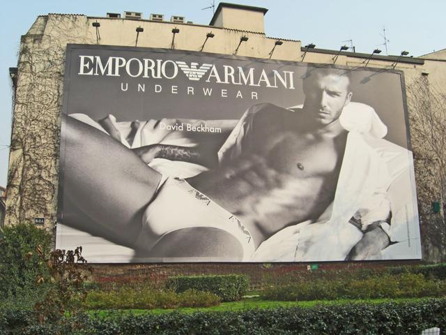 Valla publicitaria David Beckham Emporio Armani piazza Largo Cairoli Milán