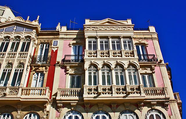 Fachada modernista Puerta Purchena centro histórico Almería