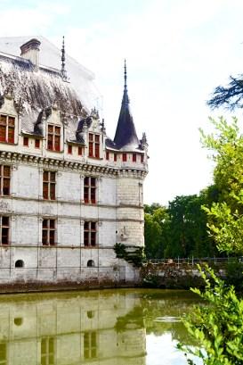 Vista lateral lago castillo Azay Le Rideau Francia