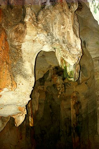 Estalactitas interior cueva de las calaveras Benidoleig