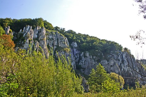 Laderas rocas acantilados parque nacional Ojców Polonia