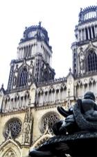 Vistas fachada torres Catedral Orleans Francia