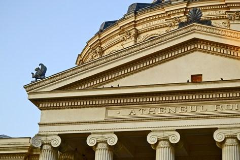 Ateneo Romano columnas y frontón Bucarest