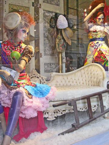 Escaparate fashion moda mujer maniquís barrio Raval Barcelona