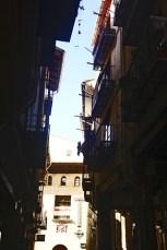 Balcones calle centro histórico luz sombras Morella Castellón