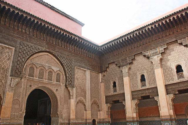 Patio interuir decoración musulmana Madraza Ben Youssef Marrakech
