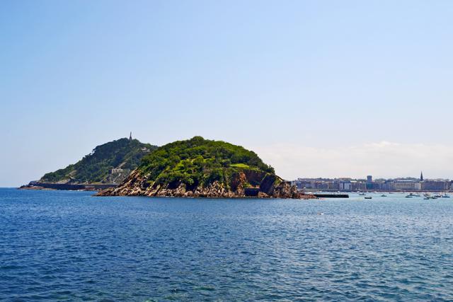 Isla Santa Clara bahía La Concha San Sebastián Donosti País Vasco