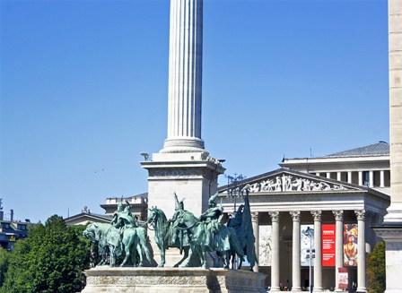 Estatuas Plaza de los Héroes Budapest
