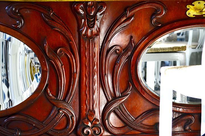 Mueble Modernismo simetría café Plaza Mayor Valladolid