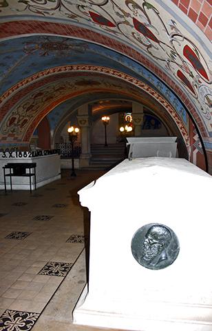 Tumbas interior iglesia en la roca Cracovia