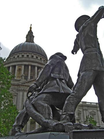 Escultura soldados Catedral San Pablo Londres