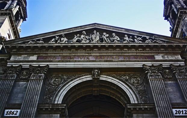Frontón y friso Basílica San Esteban Budapest