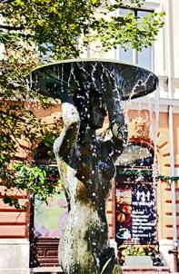 Fuente Tarnok Plaza de la Santísima Trinidad Budapest