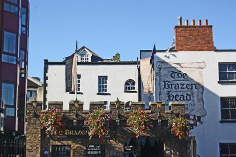 Fachada The Brazen Head pub irlandés más antiguo Dublín