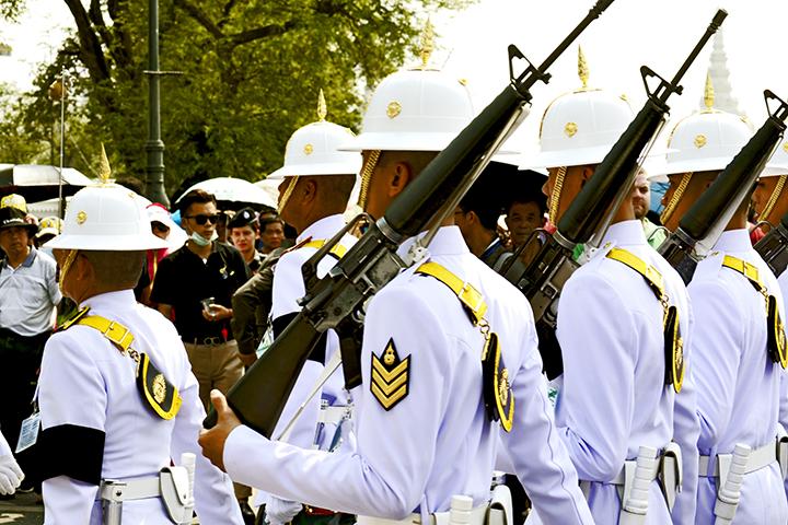 Guardia real desfile Palacio Real Bangkok