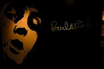 Diseño negro Paul McCartney Museo Beatles