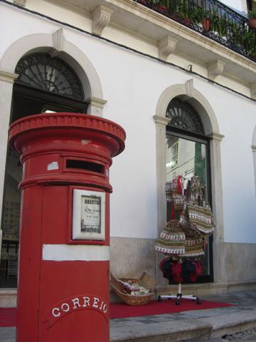 Buzón rojo correos Coimbra Portugal
