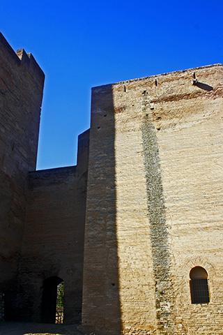 Torres Bermejas en puntos estrategicos de la Alhambra