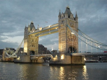 Puente de la Torre Tower Bridge noche Londres
