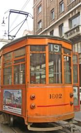 Tranvía naranja 19 centro histórico Milán